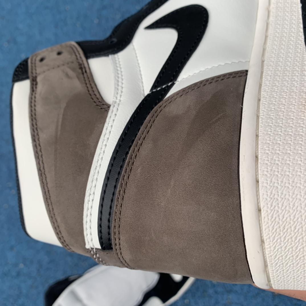LJR出品-aj1小倒钩-小摩卡-AirJordan1 Dark Mocha AJ1小倒钩 黑棕黑摩卡高帮555088-105_莆田鞋g版是什么意思