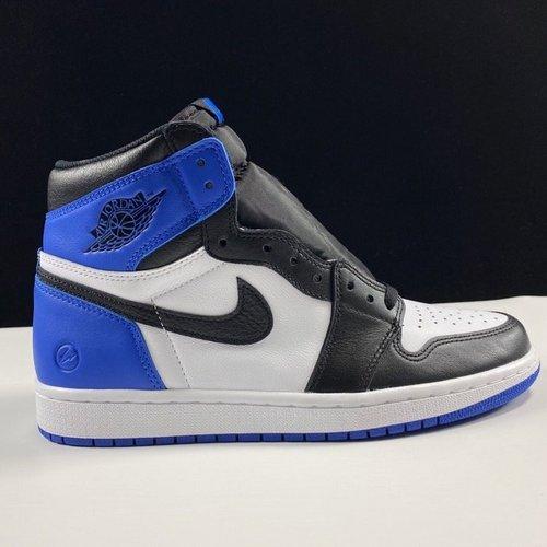 Fragment design x Air Jordan 1 Retro OG High 闪电配色 716371-040_ljr和cz是什么意思