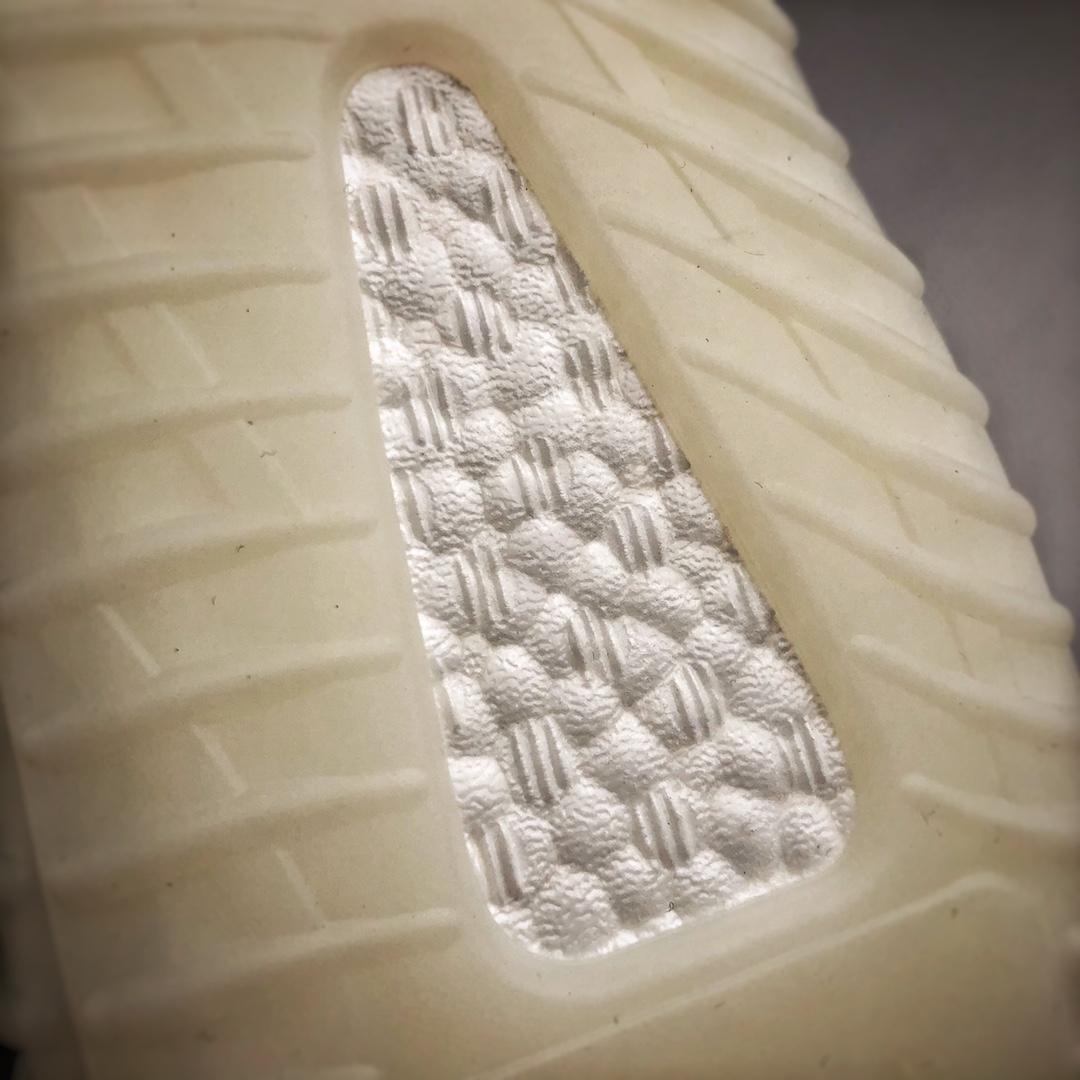 "Yeezy 350V2 ""Triple White""白冰淇淋 CP9366 荧光白_河源裸鞋怎么拿"