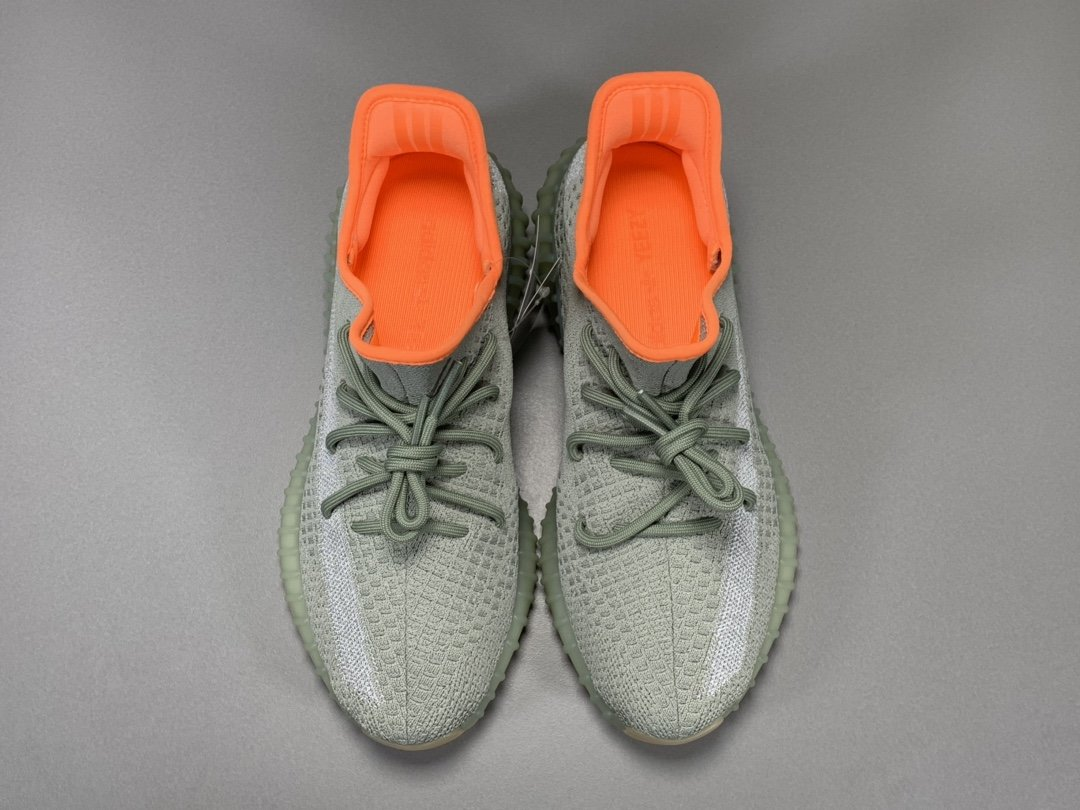 """【OG版:350V2】 哈密瓜  Adidas Yeezy Boost 350 V2 """"DESSAG"""",货号:FX9035_pk版本和og版本的椰子对比"""