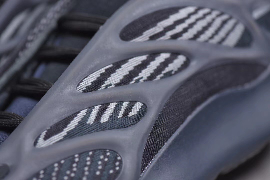 "PK版_700V3 黑魂 Yeezy 700V3 ""Alvah"",货号_H67799_pk工厂仿鞋"