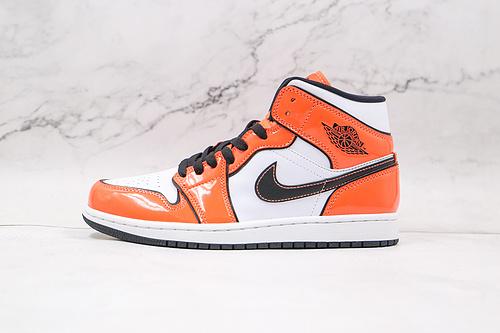 原厂 AJ1 Mid 中帮 二次元 小扣碎 白橙 货号:DD6834 802 黑色线条勾勒 市售最强中帮 天花板品质! 市面唯一正确版本 全鞋正品原材料    J21