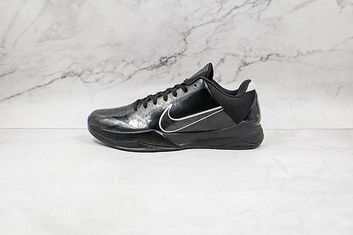 灭世纯原 科比5代 黑白色 黑武士 NIKE 耐克 KoBe 5 Protro科比5 实战篮球鞋 货号:386429 003 Kobe 5延续了上代一的低帮设计   M23-11