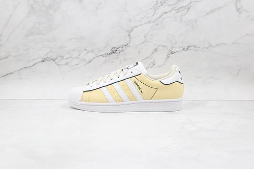 贝壳头 白黄色 三叶草 货号: GX7920 采用头层平纹皮革鞋面 嵌入高密度EVA发泡软中底 ,阿迪达斯adidas三叶草  Q17