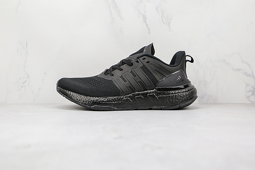 EQT跑鞋 黑色 货号:H02752 EQUIPMENT+ 阿迪达斯低帮跑步运动跑鞋 采用工程针织鞋面,舒适透气,传统的鞋舌方便传统,适合各种脚型   R12-12