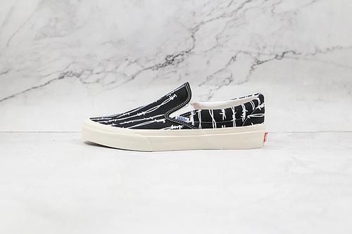 Vans 黑色 条纹 新款出货,这双 OG Slip-On LX 更无需多言,极其简洁的鞋面使得 Slip-On 一度成为定制比赛的专用鞋款     S26