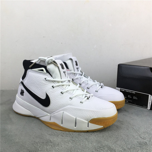 科比 联名 白黑 原装版 头层皮  真碳 尺码: 40-47.5 UNDEFEATED x Nike Kobe 1 Protro货号:AQ3635-100