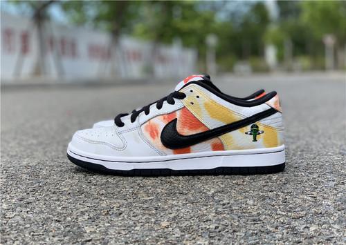 "Nike SB Dunk Low Pro ""Raygun"" 白色 货号:BQ6832-101_东莞aj最好的厂是哪个"