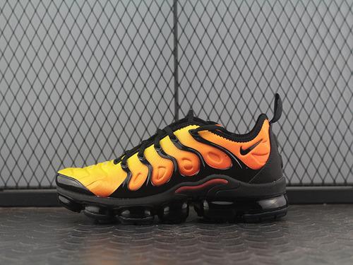 """Air Vapormax Plus TM蒸汽大气垫慢跑鞋""""太阳橙黑""""924453-051"""