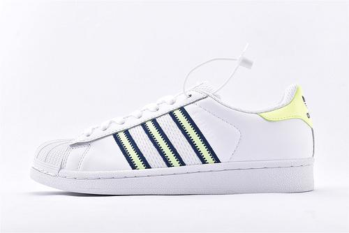 Adidas 三叶草 Superstar 贝壳头系列/白绿 刺绣logo 软蓝底 全头层软底  货号:CG6262  男女鞋  情侣款