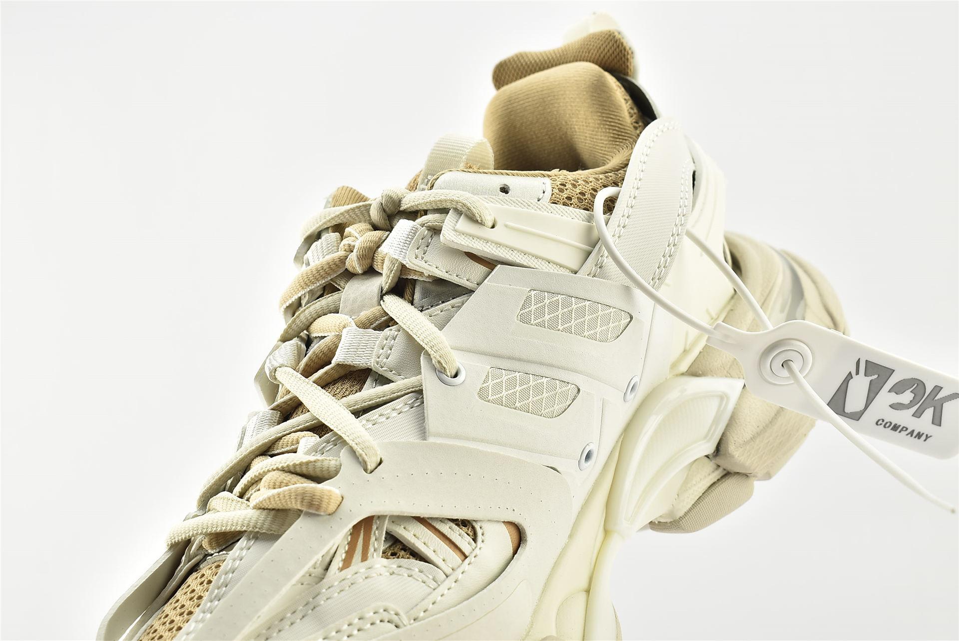 Balenciaga/巴黎世家 3.0 ins复古老爹鞋/ 海外版  奶咖 奶茶 做旧款   男女鞋  情侣款