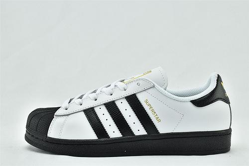 Adidas 三叶草 Superstar 贝壳头板鞋/黑白 金标  货号:FV5922   男女鞋  情侣款