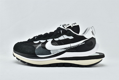 Nike VaporWaffle x Sacai 联名款 华夫3.0跑鞋/黑白  货号:CV1363-001  男女鞋  情侣款