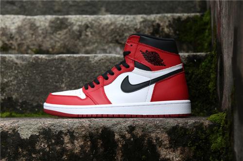 """乔丹/Air Jordan 【真标裁片级】AJ1 aj1 乔丹1代 乔1 乔丹1代高帮系列 Air Jordan 1 """"Chicago"""" 货号:555088-101 乔1芝加哥 36-46"""