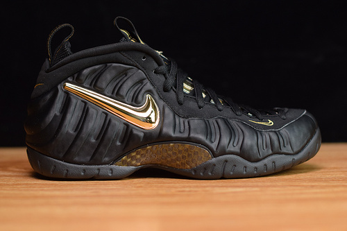 X0E0L9  原装碳板Nike Air Foamposite Pro 喷泡系列/液态黑金泡 货号:624041 009 码数:38.5 -46