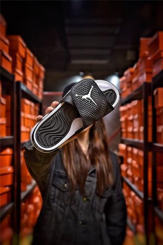 Jordan Hydro XI retro 乔丹5代系列拖鞋 匠心品质原鞋1:1开模 3层贴合大底 海玻璃缓震鞋垫 底采用进口一次MD原料成型 黑白底飞人配色
