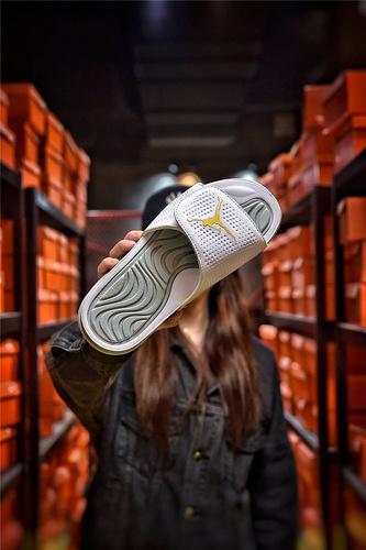 Jordan Hydro XI retro 乔丹5代系列拖鞋 匠心品质原鞋1:1开模 3层贴合大底 海玻璃缓震鞋垫 底采用进口一次MD原料成型 白灰红飞人配色
