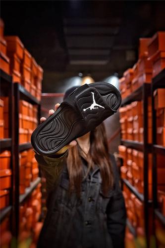 Jordan Hydro XI retro 乔丹5代系列拖鞋 匠心品质原鞋1:1开模 3层贴合大底 海玻璃缓震鞋垫 底采用进口一次MD原料成型 黑魂白飞人配色