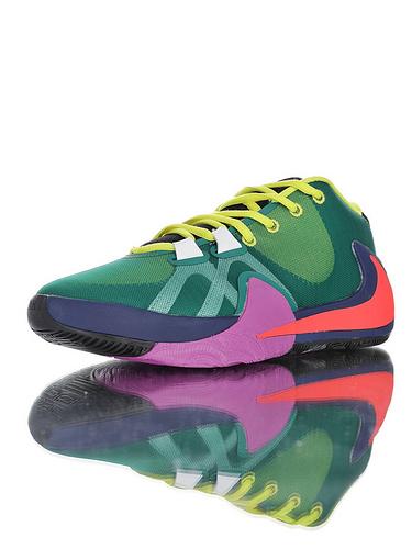 Nike Zoom Freak 1 扬尼斯·安特托昆博签名款 字母哥一代系列 后掌真双层Zoom气垫 内靴锁定系统#独特抓地纹路大底 气垫低帮篮球鞋 鸳鸯彩虹倒钩配色