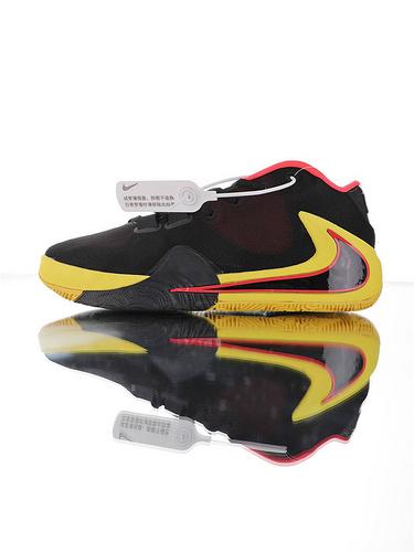 Nike Zoom Freak 1 扬尼斯·安特托昆博签名款 字母哥一代系列 后掌真双层Zoom气垫 内靴锁定系统#独特抓地纹路大底 气垫低帮篮球鞋 黑黄红黑倒钩配色
