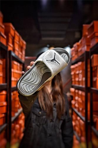 Jordan Hydro XI retro 乔丹5代系列拖鞋 匠心品质原鞋1:1开模 3层贴合大底 海玻璃缓震鞋垫 底采用进口一次MD原料成型 白金飞人配色