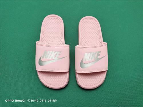 Nike Benassi JDI Slide 十年东莞专业拖鞋鞋厂出品 一体式橡塑材料与织物绑带增加衬垫设计 镭射激光打标 专柜品质 淡粉银勾配色