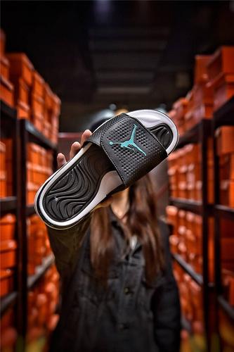 Jordan Hydro XI retro 乔丹5代系列拖鞋 匠心品质原鞋1:1开模 3层贴合大底 海玻璃缓震鞋垫 底采用进口一次MD原料成型 冲孔黑白蓝飞人配色