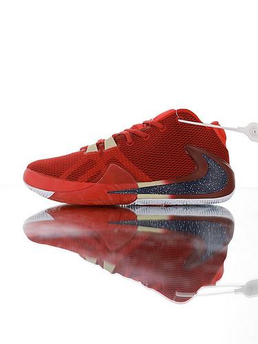 Nike Zoom Freak 1 扬尼斯·安特托昆博签名款 字母哥一代系列 后掌真双层Zoom气垫 内靴锁定系统#独特抓地纹路大底 气垫低帮运动篮球鞋 酒红桔红黑黄大倒配色