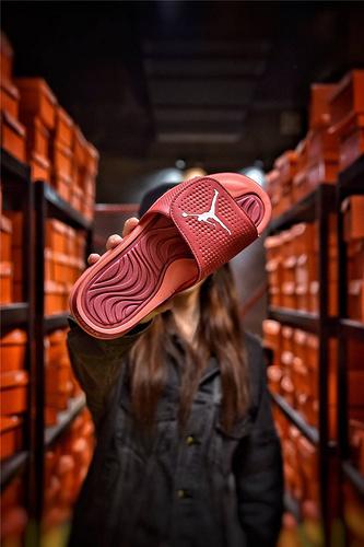 Jordan Hydro XI retro 乔丹5代系列拖鞋 匠心品质原鞋1:1开模 3层贴合大底 海玻璃缓震鞋垫 底采用进口一次MD原料成型 红金飞人配色