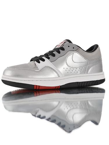 Nike Court Force Low Premium 25周年纪念限定 全新具开发 正确多材质品质还原细节 耐克网球空军系列低帮复古运动板鞋 子弹银灰反光黑红底配色