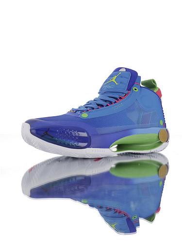 Air Jordan XXXIV 未来篮球鞋的蓝本 内置真Zoom纤维气垫装置 前后独立气垫+超轻鞋面 独立后跟 镂空中底 AJ34代史上最轻篮球鞋 宝蓝渐变龟裂配色