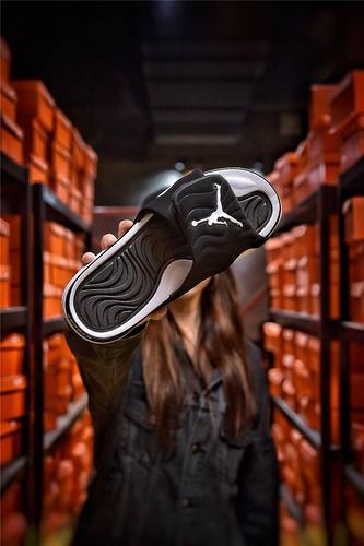 Jordan Hydro XI retro 乔丹5代系列拖鞋 匠心品质原鞋1:1开模 3层贴合大底 海玻璃缓震鞋垫 底采用进口一次MD原料成型 黑白飞人配色