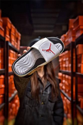 Jordan Hydro XI retro 乔丹5代系列拖鞋 匠心品质原鞋1:1开模 3层贴合大底 海玻璃缓震鞋垫 底采用进口一次MD原料成型 冲孔白黑红飞人配色