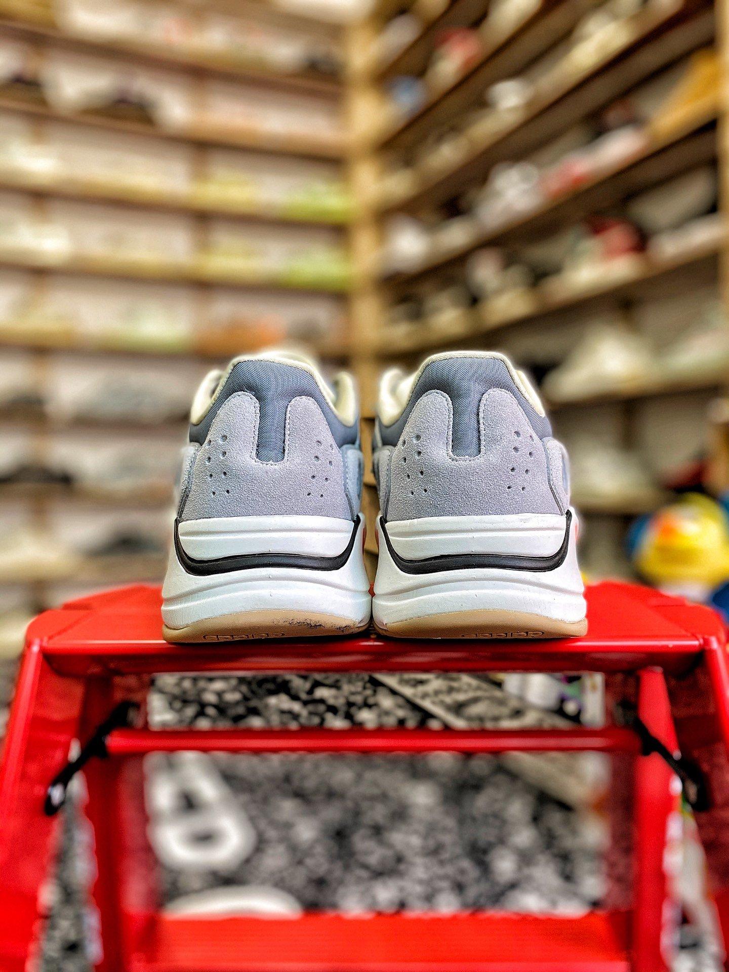 「富婆快乐鞋」成为有钱人标配!Stussy 联名暴涨!小迪奥破万!你有几双?